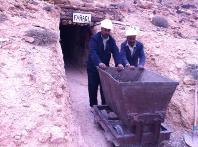 鉱山から運び出されるガスール