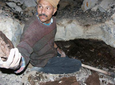ガスール原石の採掘